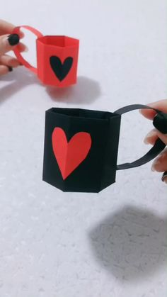 DIY Cute Paper Mug - Papier basteln - Craftfan Cool Paper Crafts, Paper Crafts Origami, Paper Crafting, Fun Crafts, Diy Crafts Hacks, Diy Home Crafts, Diy Arts And Crafts, Diy Projects, Instruções Origami