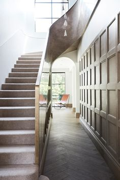 Luxurious villa redesigned in 2019 by Luigi Rosselli Architects, situated in Sydney, Australia. Layered Architecture, Stairs Architecture, Victorian Architecture, Interior Architecture, Luigi, Villas, Polished Plaster, Off White Walls, Glazed Walls