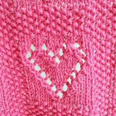 Today I propose a baby blanket for girl with little lovely hearts.I have realized it with cotton, but it's possible to make it in wool or other.This blanket measure x / 21 x 23 inches. Knitting Stitches, Knitting Patterns Free, Free Pattern, Knitted Heart, Baby Scarf, How To Purl Knit, Knit Purl, Cast Off, Knitted Baby Blankets