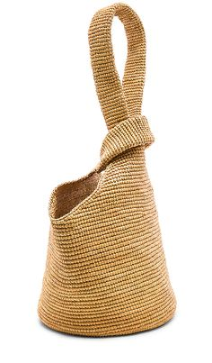 Pullthrough Bag in Beige Crochet Market Bag, Knit Basket, Crochet Handbags, Knitted Bags, Leather Craft, Fashion Bags, Crochet Projects, Purses And Bags, Hand Weaving