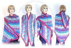 """*15042* Zeker 25 kleuren alpaca van Drops zijn gebruikt voor deze omslagdoek. Door deze """" fair-isle shawl met dit zachte garen te breien wordt hij door de maakster zelfs op een koele zomeravond op de blote huid gedragen over een zomerjurkje. Alpaca heeft de eigenschap niet te prikken zoals de meeste wolsoorten. http://bloemendalwol.nl/drops/11-alpaca. html http://www.ravelry.com/projects/Dutchknitty/bird-shawl  www.bloemendalwol.nl"""