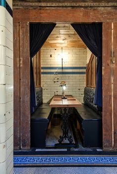 Spend a penny or two at Clapham Common tube station's lovingly-restored WC. Design Bar Restaurant, Restaurant Booth, Restaurant Ideas, Earthy Home, Restaurants, Bar A Vin, Clapham Common, Bar Design Awards, Hotels