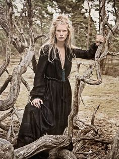 fashion editorials, shows, campaigns & more!: fairytale: ilse de boer by carl bengtsson for elle germany november 2013 Hippie Bohemian, Bohemian Style, Boho Chic, Bohemian Fashion, Gypsy Style, Hippie Chic, Goth Beauty, Season Of The Witch, Goth Art