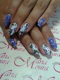 Unha azul de Vanice Moura. Blue nail. Uña sensible. Unghie blue.