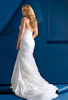 a trumpet wedding dress that hugs your bum in the right places,