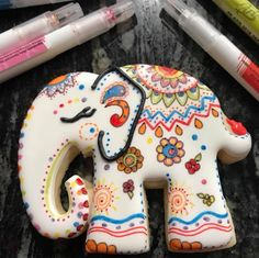 Fancy Cookies, Cute Cookies, Royal Icing Cookies, Cupcake Cookies, Sugar Cookies, Different Kinds Of Cakes, Royal Cakes, Elephant Cookies, Gingerbread Decorations