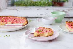 Cuando veo ruibarbo en el mercado no me resisto a comprarlo, me encanta el sabor que tiene y el toque acido que le aporta a los postres, para mí es delicioso, por no hablar de atractivo color que tiene, ya sólo verlo invita a probarlo. Una de mis recetas favoritas es esta tarta de ruibarbo, […]
