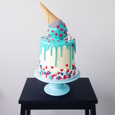 Curated collection of stunning and inspiring cakes made by baker Katherine Sabbath. From colorful to sophisticated, there's a cake for countless events.