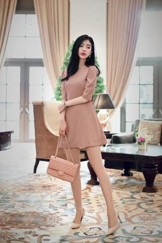 피부에 부드럽게 스며드는 사랑스러운 스킨 핑크 그리고 사랑스러운 드레스 디자인 프론트 라인은 심플하면서도 단정한 느낌 백 라인은 러블리하고 섹시한 분위기로 다가오는 디자인 only milkcocoa.1240 Romantic pink ribbon dress 탄탄한 느낌의 패브릭이 드레스를 보다 드라마틱하게 연출해 주는데요 다양한 디테일이 섬세하게 놓여져 있는 패턴 여러...