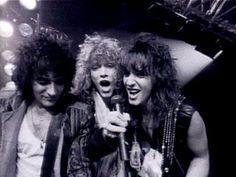 Jon Bon Jovi 80 S playing piano | Bon Jovi - Living On A Prayer (Videoclip oficial)