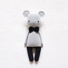 Meine neue Maus wünscht euch ein wundervolles Wochenende my new mouse wishes you a great weekend yeni farecik size mutlu ve huzurlu bir hafta sonu diler - Pattern I didn't use a pattern but was inspired by Tournicote • yarn Schachenmayr Catania • hook size 2,5mm -:
