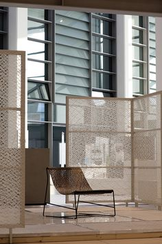 I pannelli possono essere bi-facciali, ovvero I-Mesh ricopre interamente il profilo metallico.    The panels can be wrapping the metal profiles, hence both faces of the panel show I-Mesh. visit www.i-mesh.eu and click I LIKE on FACEBOOK: https://www.facebook.com/pages/I-MESH/633220033370693