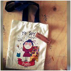 Mira esta bolsa la podemos personalizar tal como tu la quieras. . . . . . #regalo #regalosoriginales #regalospersonalizados #regalosespeciales #ideaspararegalar #instachile #chilegram #tiendaonline #bolsas #bolsa Goodbye Gifts, Orlando, Reusable Tote Bags, Mayo, Instagram, Reusable Bags, Personalized Gifts, Accessories, Home Crafts