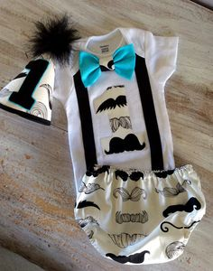 This mustache set is perfect for your baby's birthday party, photo shoot, or cake smashing party! This set includes a diaper cover, tie, onesie and personalized birthday hat! The hat is a one-size-fit