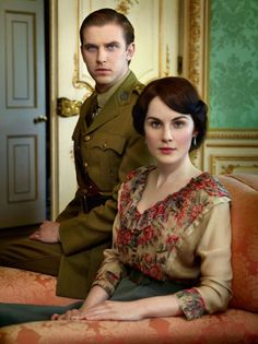 Dan Stevens as Matthew Crawley and Michelle Dockery as Lady Mary Crawley inDownton Abbey (2011).