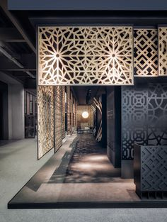 Collaboration with Paolo Cesaretti Architectural Firm.A project combining sleek decoration with a bit of mistery in a place devoted to business transactions. From the entrance, a combination of overlaying patterns leads the visitor to a main lobby space… Stand Design, Booth Design, Wall Design, Exhibition Stall Design, Showroom Design, Showroom Ideas, Restaurant Interior Design, Shop Interior Design, Arquitetura