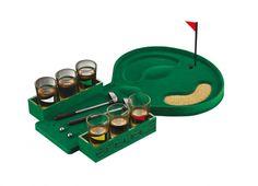 DRINKING GOLF GAME. Drinking game golf-corredato di sei bicchierini-due mini mazze,palline e tappeto da golf in rilievo con buca-in scatola rigida di cartone           Colore: verde   Materiale: plastica, tessuto, vetro, sabbia   Misure: 40 x 21 x 7 cm   Caratteristiche:   golf da tavolo, ideale per 2 giocatori   un tappeto in floccato   due mazze da golf   due palline in acciaio   sei bicchierini in vetro   una bandierina   un sacchetto di sabbia   articolo venduto in scatola