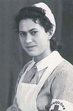 Schwestern DRK Vintage Nurse, German Women, Military Pictures, The Third Reich, Female Soldier, Red Cross, Ww2, Lady, Nurse Stuff
