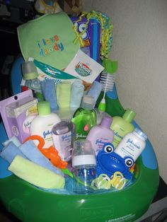 Little monsters- baby shower gift tub my baskets, boxes and Regalo Baby Shower, Baby Shower Gift Basket, Baby Shower Niño, Baby Shower Presents, Baby Baskets, Baby Shower Gifts For Boys, Baby Shower Diapers, Baby Shower Gender Reveal, Baby Boy Gifts