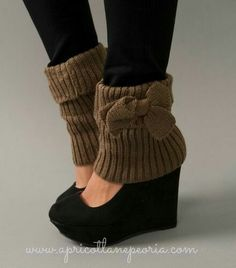 Shoe/Boot Toppers, I will make with an old sweater! Crazy Shoes, Me Too Shoes, Ugg Boots, Shoe Boots, Boots Sale, Mode Shoes, Boot Toppers, Boot Cuffs, Winter Shoes