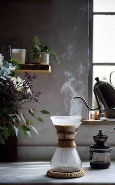 Coffee Puns, Coffee Latte, Coffee Drinks, Drip Coffee, Coffee Is Life, Coffee Time, Chemex Coffee Maker, Coffee Brewing Methods, Image Deco