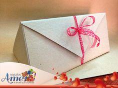 Caja de catón craft triangular, en #envolturas Amer.  Parroquia 711, col del Valle, México, DF 55246977