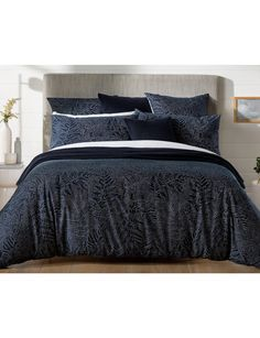 This quilt cover set features intricate stitch lines that have been drawn to form the silhouette of fern leaves, which have a delicacy about them.