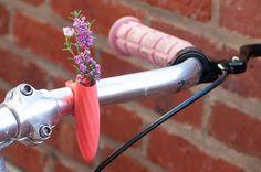 Trenzado manillar florero en Coral: para tu moto