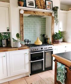 Boho Chic Interior Kitchen Designs and Decor Ideas Boho Chic Interior Kitchen Designs and Decor Ideas The decoration of our home is like an exhibit space that reveals our . Home Design, Küchen Design, Design Case, Design Blog, Home Decor Kitchen, Interior Design Kitchen, Home Kitchens, Kitchen Ideas, Green Kitchen Decor