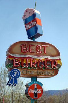 Best Burger Neon sign roadside nostalgia taking you back to a more peaceful time of America. Old Neon Signs, Vintage Neon Signs, Old Signs, Advertising Signs, Vintage Advertisements, Vintage Ads, Fast Food Design, Station Essence, Retro Signage