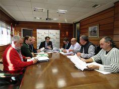 Suma de esfuerzos institucionales en Castilla y León para solicitar al Ministerio el cambio de régimen del lobo http://www.revcyl.com/web/index.php/medio-ambiente/item/8546-suma-de-esfuerz