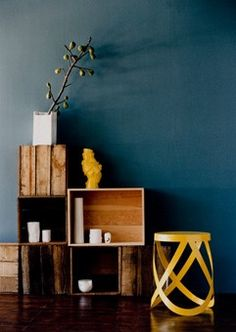 photo Sam McAdam styling Vanessa Colyer Tay Inside Out magazine May/June 2008 Dark Walls, Blue Walls, Interior Inspiration, Color Inspiration, Crate Shelves, Decoration, Architecture, Living Spaces, Living Room