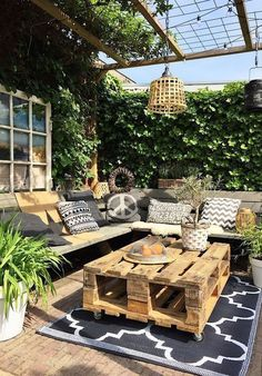 Small Backyard Ideas - Even if your backyard is small it also can be extremely comfy and welcoming. Having a small backyard does not suggest your backyard landscaping . Outdoor Rooms, Outdoor Living, Outdoor Decor, Outdoor Seating, Outside Seating Area, Outdoor Projects, Seating Area In Garden, Diy Projects, Pallet Couch Outdoor