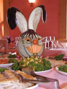 coniglio scultura di frutta e verdure Drinks, Food, Drinking, Beverages, Meal, Essen, Drink, Hoods, Beverage