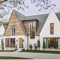 Same house different lighting -- swipe to see both! 🖤🖤 So pretty loving that wood detail -- also this weekend sale… Casas Tudor, Architecture Design, Casas Containers, House Goals, Home Fashion, Fashion Outfits, My Dream Home, Dream Big, Exterior Design