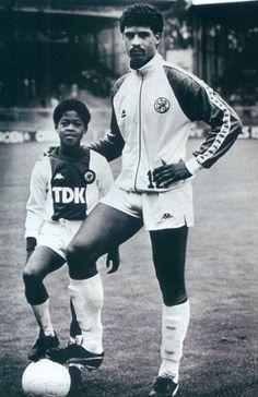 Little Patrick Kluivert with Frank Rijkaard.