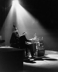 Joe Morello et le Dave Brubeck Quartet. Jazz Blues, Blues Music, Dave Brubeck, Diana Krall, Classic Jazz, Vintage Drums, Cool Jazz, Duke Ellington, Retro Images