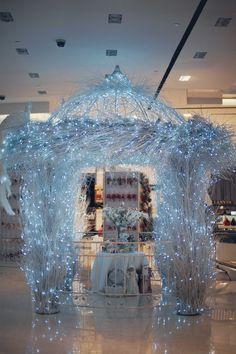 Новогоднее оформление торговых центров, оформление новогодних витрин, дизайн новогоднего оформления