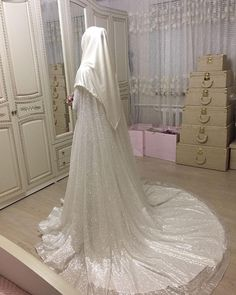 Görüntünün olası içeriği: bir veya daha fazla kişi Wedding Abaya, Muslimah Wedding Dress, Wedding Dressses, Muslim Wedding Dresses, Muslim Brides, Bridal Dresses, Wedding Gowns, Gawn Dress, New Designer Dresses