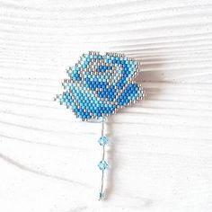 Что-то потянуло меня на цветы. Видимо от весеннего настроения никуда не денешься. Да и не хочется!😉⚘🌼🌻💐🌸🏵 Были варианты сделать эту брошь с… Seed Bead Patterns, Beading Patterns, Beading Projects, Beading Tutorials, Pis Saro Tattoo, Seed Bead Jewelry, Beaded Jewelry, Beaded Rings, Beaded Bracelets