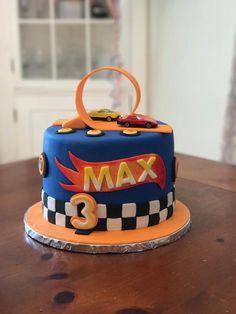 Bolo Hot Wheels, Hot Wheels Cake, Hot Wheels Party, Hot Wheels Birthday, Race Car Birthday, Cars Birthday Parties, Hotwheels Birthday Cake, 5th Birthday, Boy Birthday Cakes