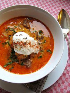Suppe, Zelnacka, böhmische Sauerkrautsuppe, tschechische Sauerkrautsuppe, Tschechien, Böhmen, Rindfleisch, Brühe, Holsaovice, böhmischer Bauernbarock