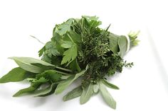 Wondering how to store fresh herbs? Look no further! This simple technique will keep your herbs hydrated and crisp for weeks.