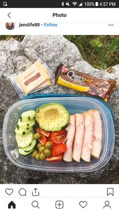 """""""How I prep for a long busy day at work 🙌🏻 Turkey cream cheese rolls, avo.veggies, olives, Gouda and a quest bar…"""" Lunch Meal Prep, Healthy Meal Prep, Healthy Snacks, Healthy Eating, Healthy Recipes, Work Lunch Healthy, Healthy Smoothies, Lunch Snacks, Lunch Recipes"""