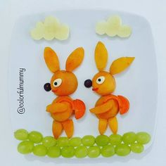 Tavşanlar da yüzme kursuna gidiyormuş... These rabbits are going to swimming course as we do... Kayısı, üzüm, havuç, peynir, zeytin, elma... Apricot, grapes, carrot, cheese, olive, apple... #bunny #apricot #grapes #salad