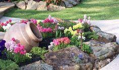 Los jardines de rocas son una gran alternativa para embellecer el frente de nuestra casa o nuestro p...