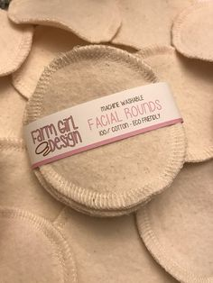 Facials 185562447131318312 - Facial rounds Makeup Remover Facial Towel Flannel Source by aimeeeg Zero Waste Store, Makeup Wipes, Face Makeup, Little Rose, Cotton Pads, Makeup Routine, Sustainable Living, Makeup Remover, Designer
