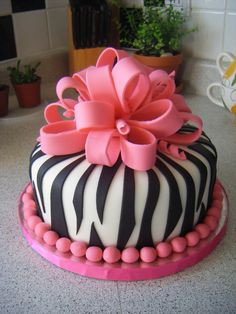 @KatieSheaDesign ♡❤ #Cakes  ❤♡ ♥ ❥ pink zebra cake. so stinkin cute, My daughter would love this