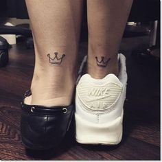 83 Small Crown Tattoos Ideas You Cannot Miss! Small Crown for Sisters Tattoo Bff Tattoos, Friend Tattoos, Mini Tattoos, Couple Tattoos, Foot Tattoos, Body Art Tattoos, Crown Tattoos, Tattoo Ink, Tattos