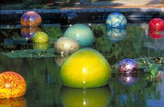 who has been to the Bellagio in Las Vegas has probably seen the spectacular glass sculpture ceiling by Dale Chihuly. Atlanta Botanical Garden, Botanical Gardens, Glass Floats, Antique Perfume Bottles, Dale Chihuly, Gardening, Outdoor Art, Outdoor Spaces, Glass Ball